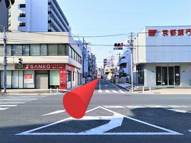 京都銀行の交差点を右折します